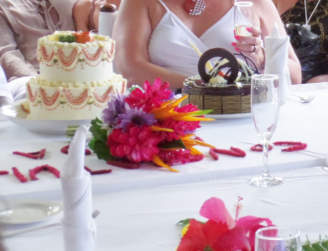 tropical table setting with wedding cakes