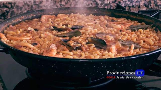 Fideuà tradicional y económica, preparación y elaboración