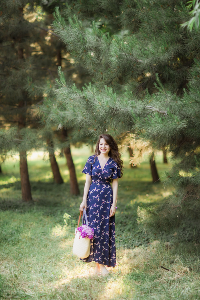 fashion blogger diyorasnotes diyora beta fashion tashkent blogger wrap maxi dress shein straw bag mules bird print