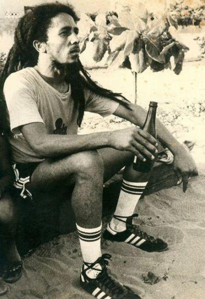 Bob Marley Jugando Al Futbol Forocoches