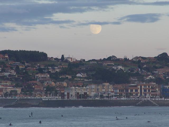 luna-inmensa-noviembre-gijon