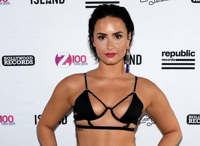 Demi Lovato Sexiness Photography in public
