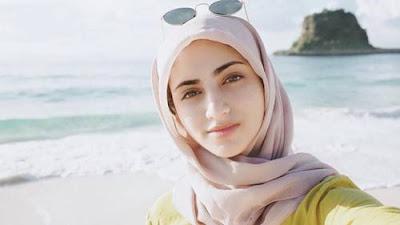 6 Hijaber Cantik Indonesia Ini Masih Berdarah Arab, Adem Banget