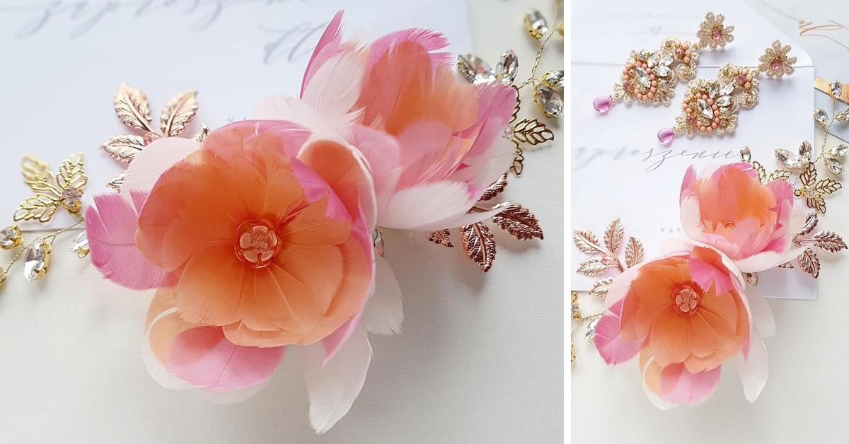 Ozdoba ślubna z kwiatami i kryształkami.