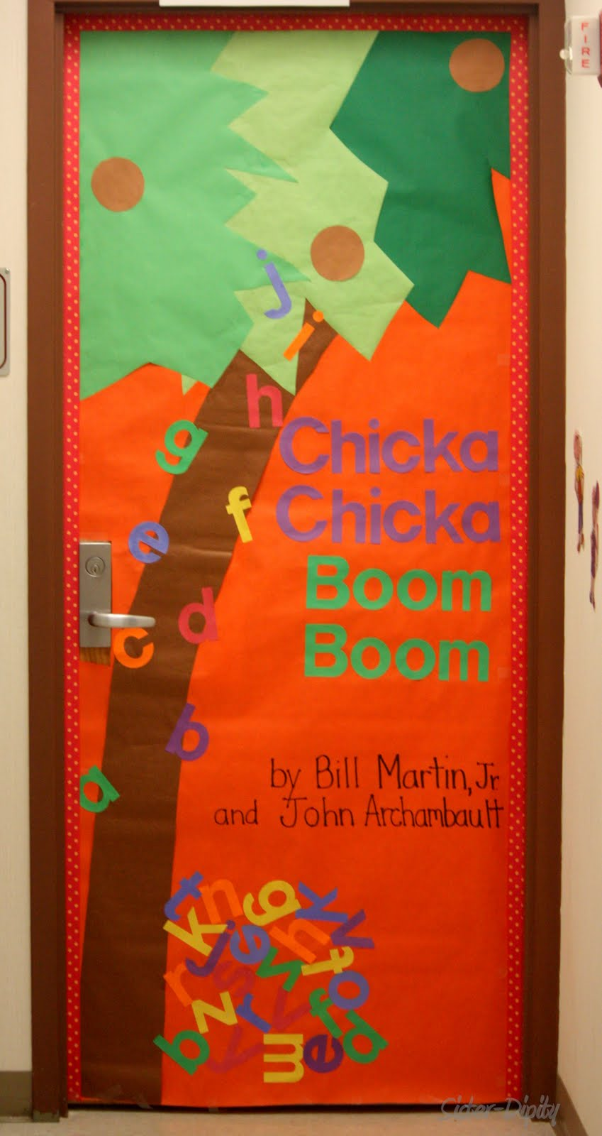 Sister-Dipity: March is Reading Month ~ Door Decorating