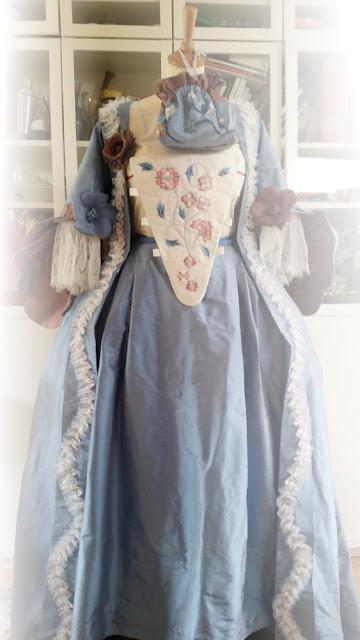 robe à la française par couturière costumière à Versailles