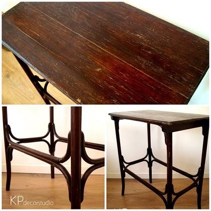 Venta de muebles y mesas de madera antiguos. Mesitas Thonet y muebles de madera curvada. mesitas auxiliares vintage en valencia. Tienda de decoración.