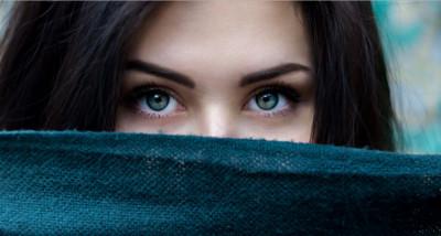 Cara Memakai dan Melepas Softlens Untuk Pemula Agar Tidak Perih
