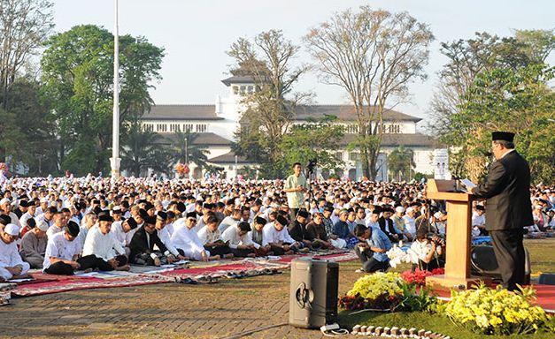 Tempat Sholat Id di Bandung: Wali Kota di GBLA, Gubernur di Lapangan Gasibu