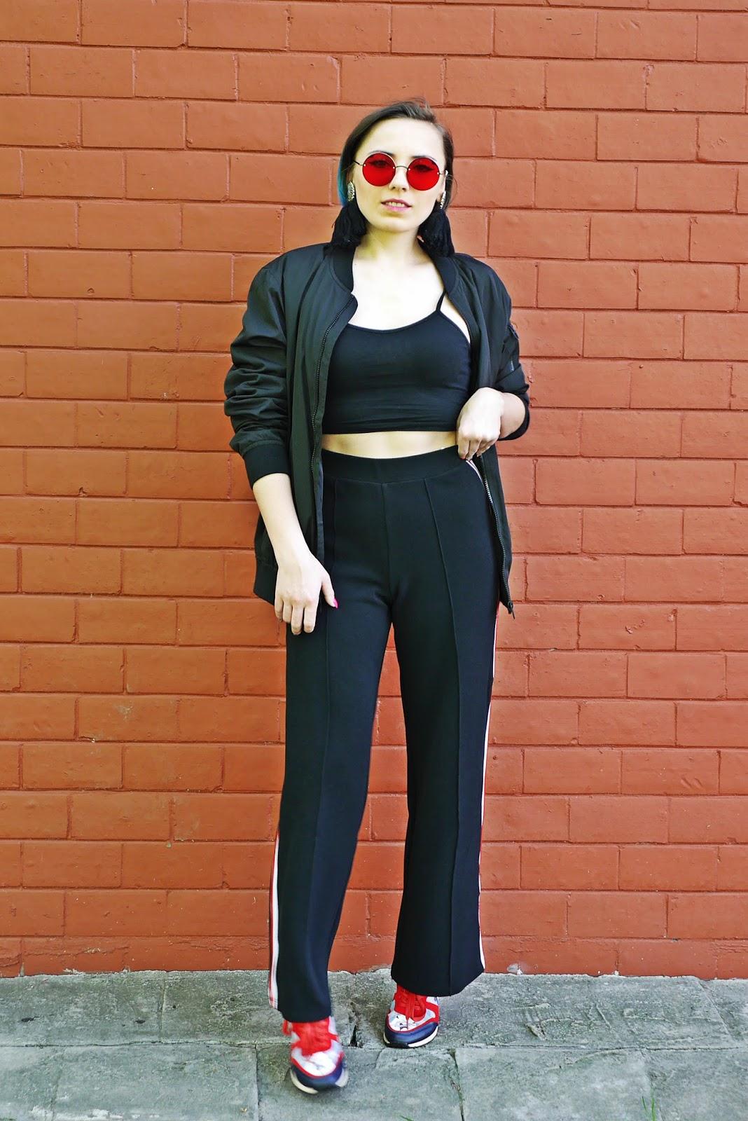 4_kolorowe_sneakersy_renee_czarne_spodnie_z_lampasem_crop_top_karyn_blog_modowy_300418