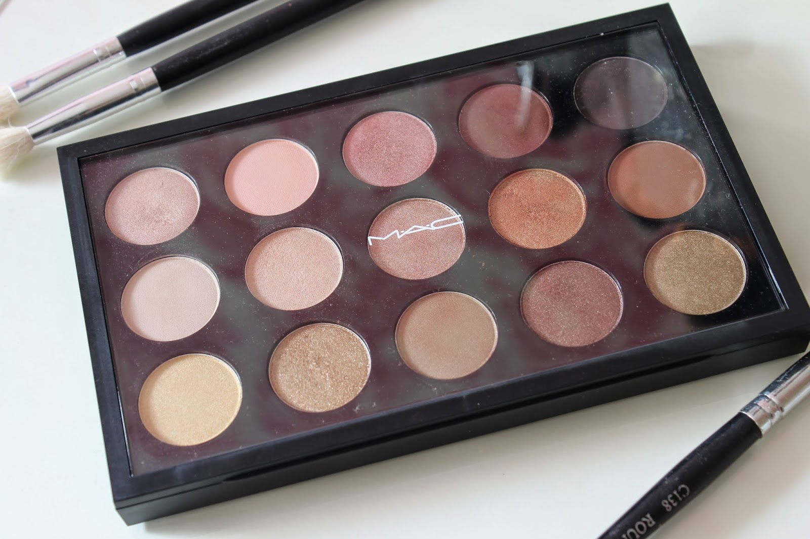 MAC Eye Shadow x15: Warm Neutral Palette // Review & Swatches