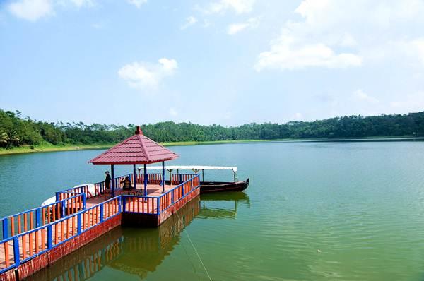 Hasil gambar untuk danau ranu