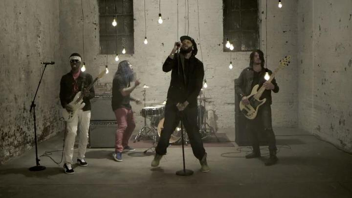 GYM CLASS HEROES ft  ADAM LEVINE - Stereo Hearts lyrics | alle Song