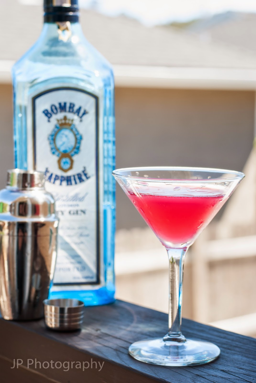 cranberry gimlet martini cocktail, gin, cranberry juice, lime juice, bombay sapphire gin