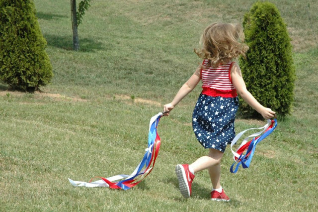 Fourth of July Dancing Ring Streamers for Kids