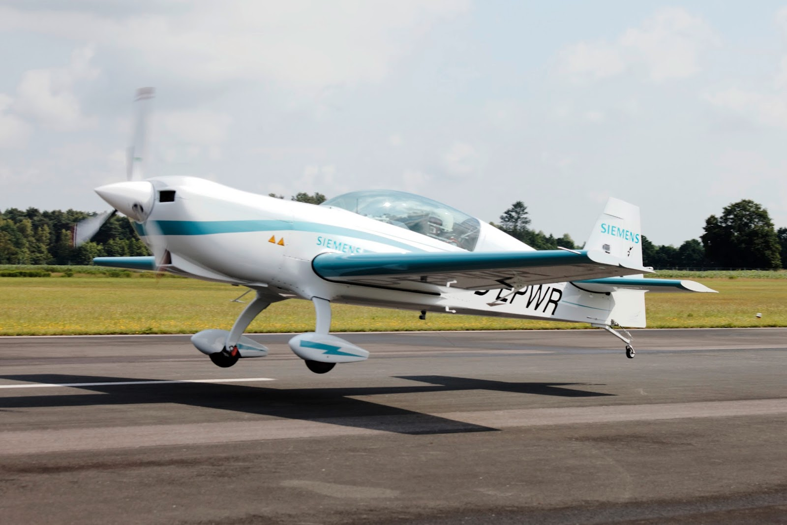 350 hp siemens electric aircraft makes first flight video for Electric motor for aircraft