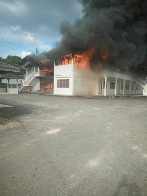 Asrama Sekolah Menengah Agama Padang Kerasak Naka Kedah Terbakar