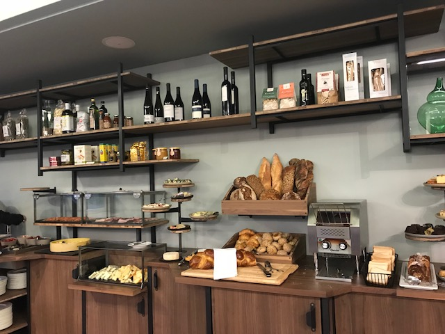 スイス・アデルボーデン・ザ・カンブリアン・ホテルの朝食はビュッフェ パンのバラエティが豊富