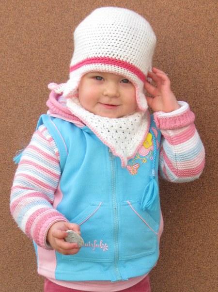 #002 Dziewczęca czapka i apaszka na szydełku