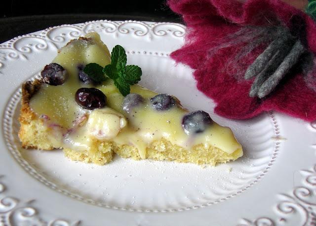 tarta Tarta z rabarbarem, borówkami i białą czekoladą
