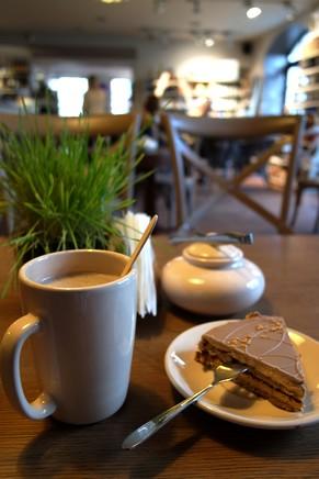 riga café pienene vieille ville old town valriekstu kūka