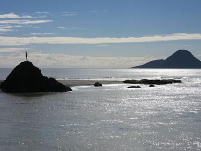 Estatua Wairaka, sobre la roca Turuturu, Nueva Zelanda