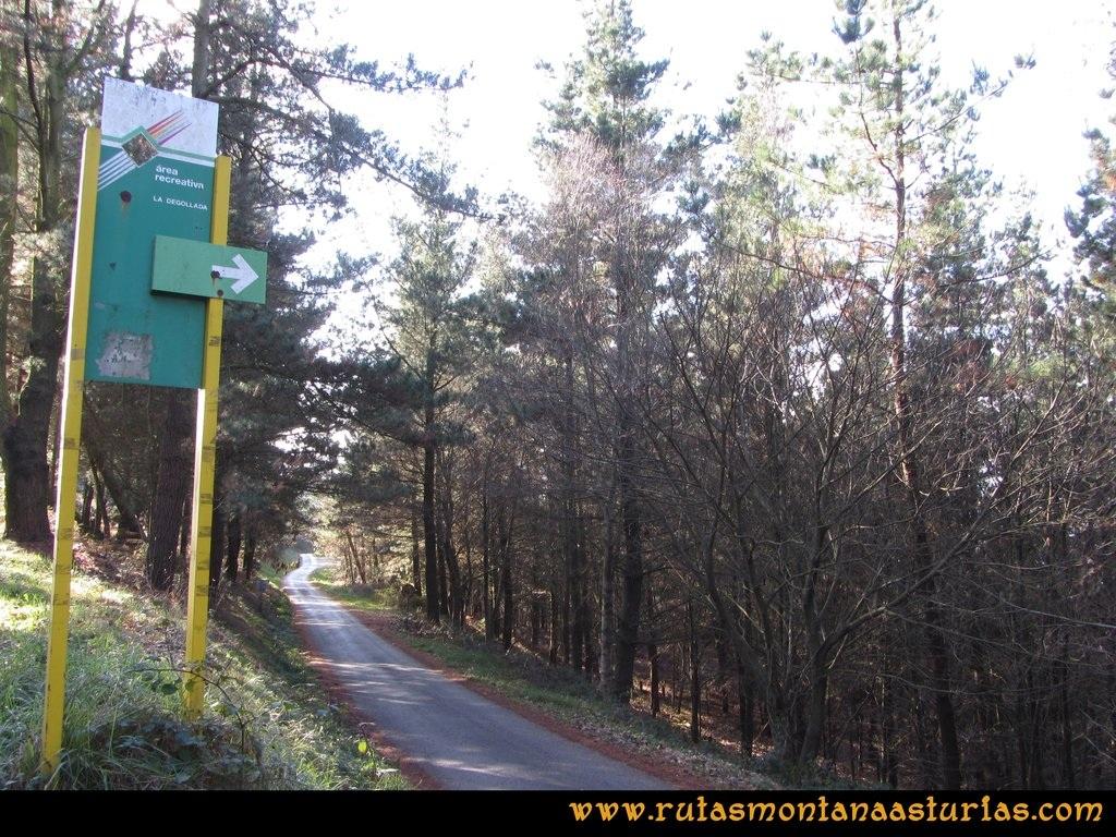 Ruta Sierra Bufarán, picos Degollada o Grande y Cotera: Carretera al área de la degollada