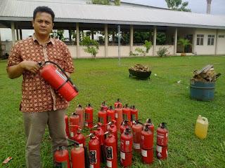 isi ulang alat pemadam api kebakaran