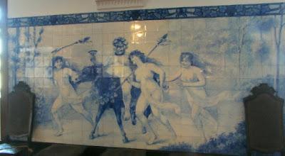 painel de azulejos no museu Ramos Pinto
