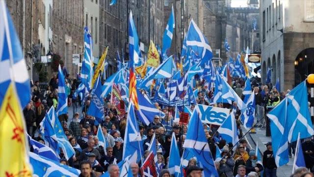 Escoceses marchan en masa por independizarse del Reino Unido