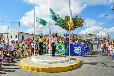 Resultado de imagem para Ruas de Campo Redondo ficam lotadas para acompanhar Desfile Cívico do 7 de Setembro