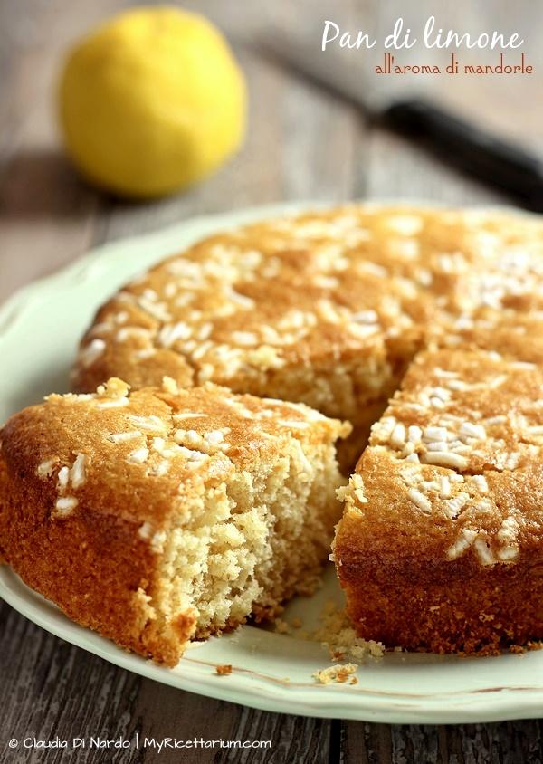 Pan di limone all'aroma di mandorle