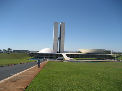 https://sidewalkcity.files.wordpress.com/2010/08/brasilia-img_1564.jpg