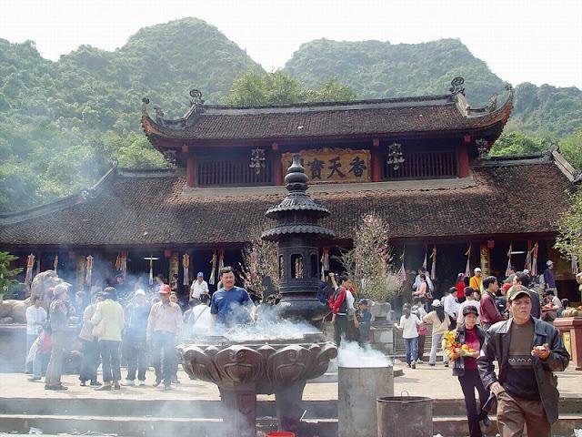 Spring in Vietnam is the season of festivals 3