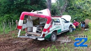 Ambulância perde controle e bate em árvore na PI-211 em Esperantina
