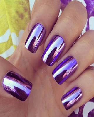 diseño de uñas espejo moradas de verano juveniles