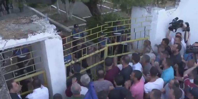Μάχες στην Αλβανία για τις δημοτικές εκλογές -Αγρια επεισόδια, τραυματισμοί και συλλήψεις [βίντεο]