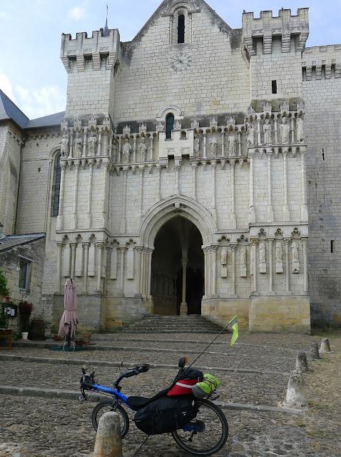 De Paris à Angers par la Loire à vélo, Candes-Saint-Martin