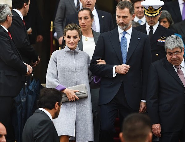 Queen Letizia wears Carolina Herrera outfit - Fall 2016 collection, Magrit Snake Printed Pumps
