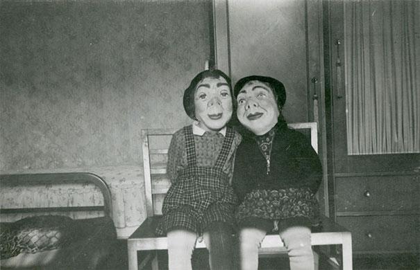 仮装の参考になる?昔のハロウィンの不気味すぎる仮装。8選 子供×お面
