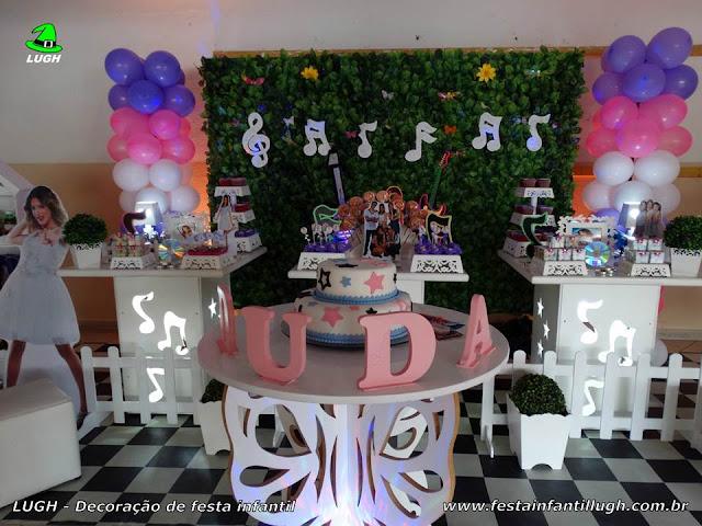 Mesa decorativa de aniversário Violetta