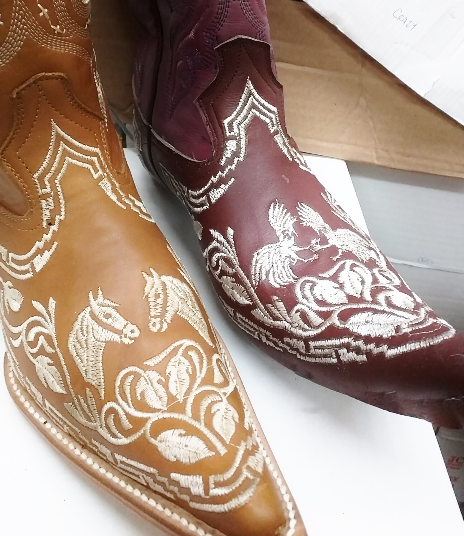711735c113 botas vaqueras para hombre bordadas