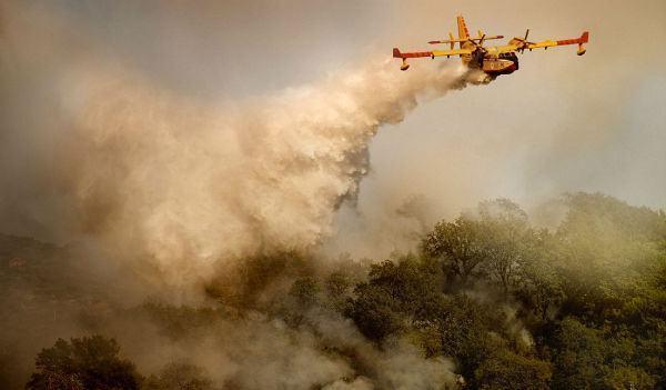 طائرتان مغربيتان لإخماد الحرائق ضخمة في إيطاليا