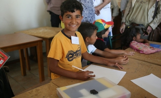 Ντόμινο οι αντιδράσεις για τη χρήση σχολείων απο παιδιά μεταναστών