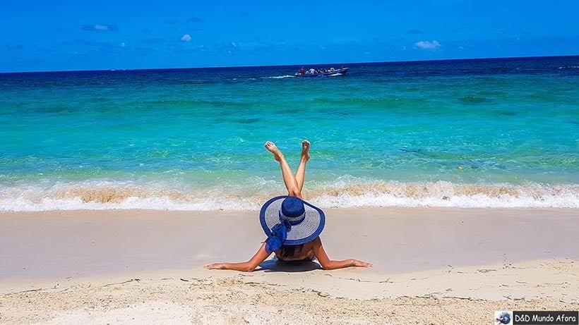 Modelando na Playa Blanca: caribe colombiano em Cartagena