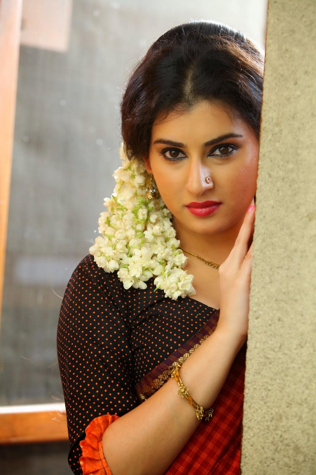eb6f0b3fa995ba Actress veda hot stills - Bherunda pakshiya movie