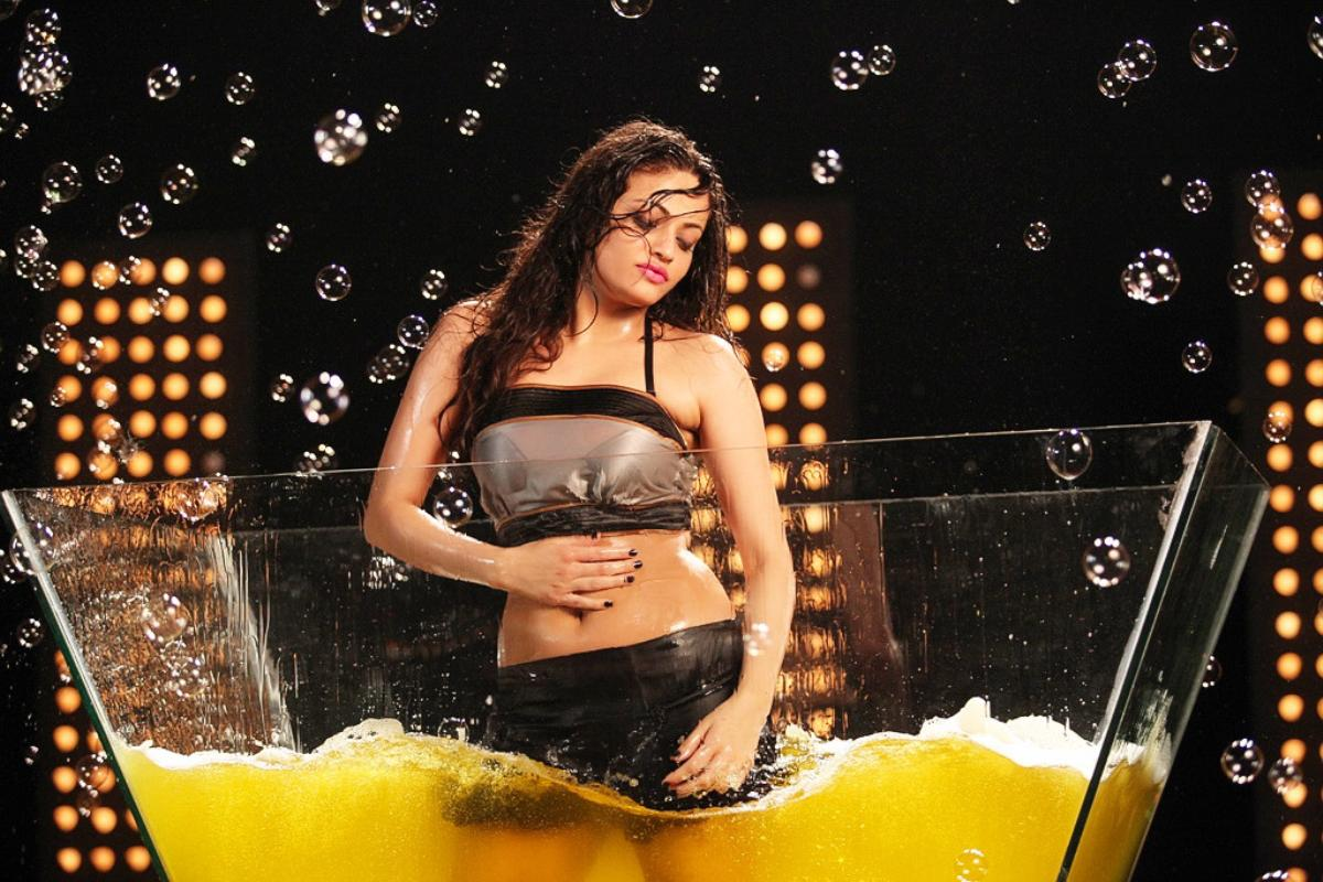 Sneha Ullal navel photos, Sneha Ullal HD wallpaper, Sneha Ullal in glass pool, Sneha Ullal wet photos