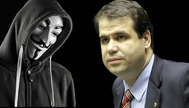 Anonymous ataca deputado que propôs censurar post contra políticos.
