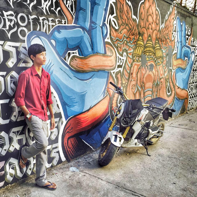 Thai boy and street art in Bangkok