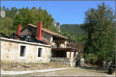 El albergue de Tejadillos después del incendio de 2006 y antes de su reconstrucción